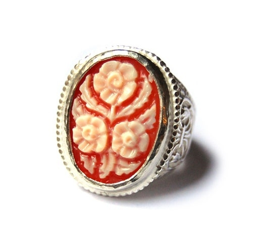 Ring met grote bloemcamee