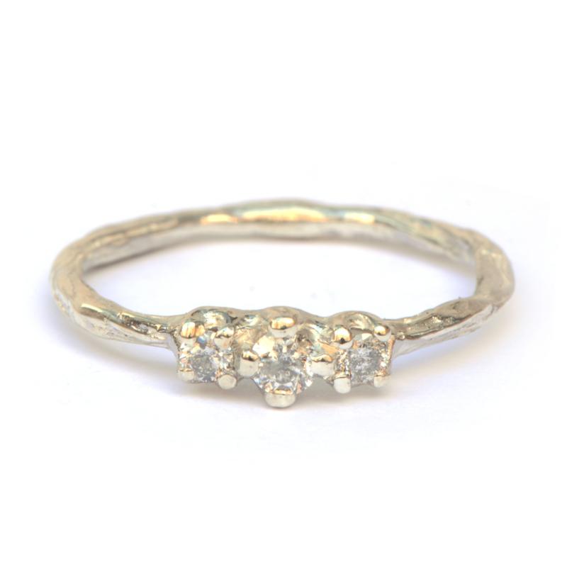 Twiggy ring met drie salt & pepper diamanten