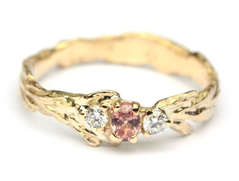 Unieke trouwring met roze saffier en diamant