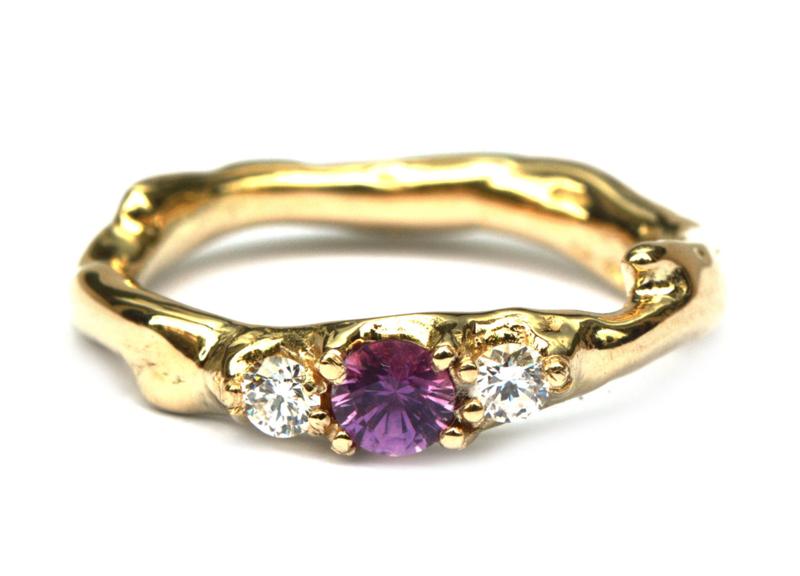 Koraalring met toermalijn en diamant