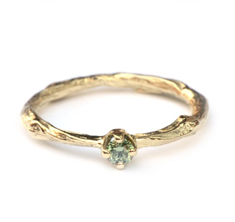 Twiggy ring met groene diamant