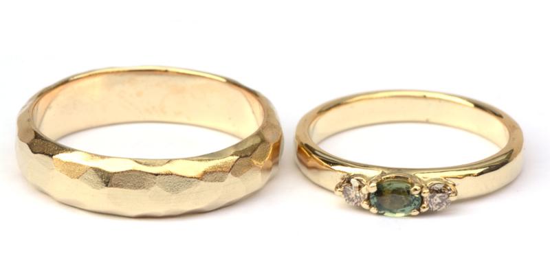 Trouwringenset met groene saffier en bruine diamant