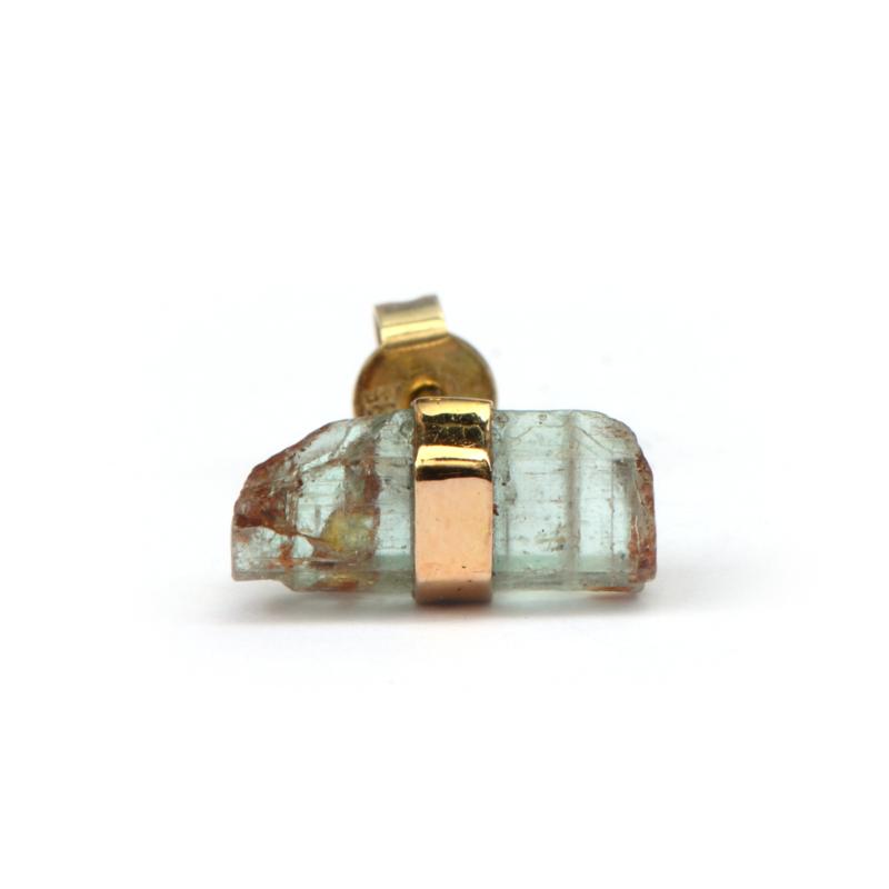 Single crystal stud