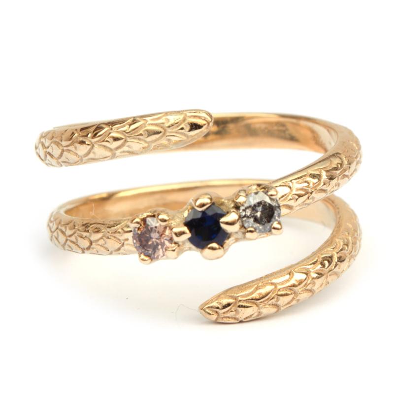 Slangenring met diamant en saffier