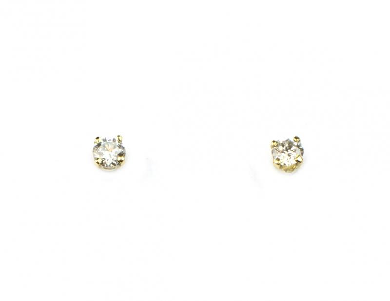 Fijne oorstekers met diamantjes