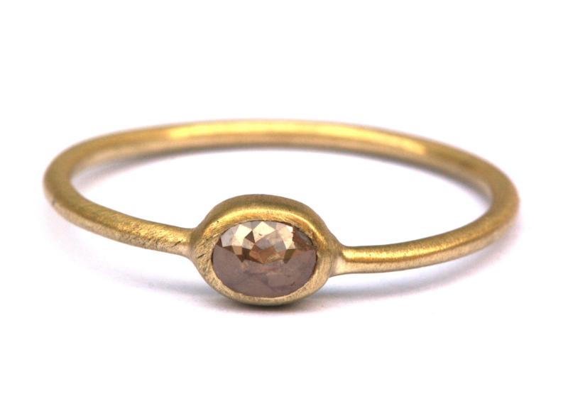 Fijne ring met ovale roosdiamant