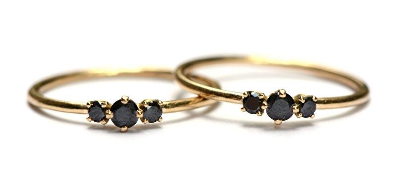 Ringen met zwarte diamantjes