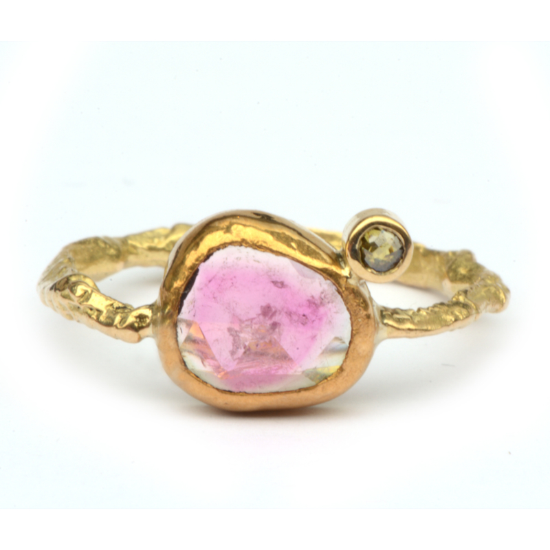 Ring met roze toermalijnplakje