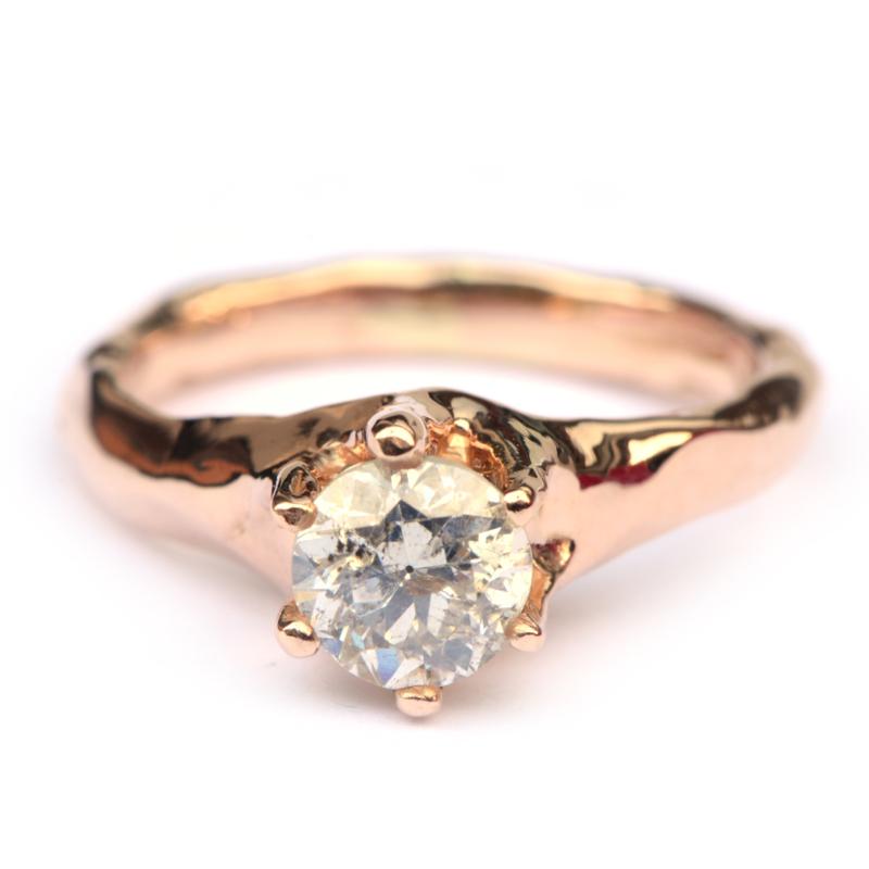 Roodgouden robuuste ring met bolsjewiek diamant