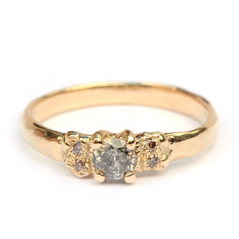 Oda ring met salt & pepper diamant