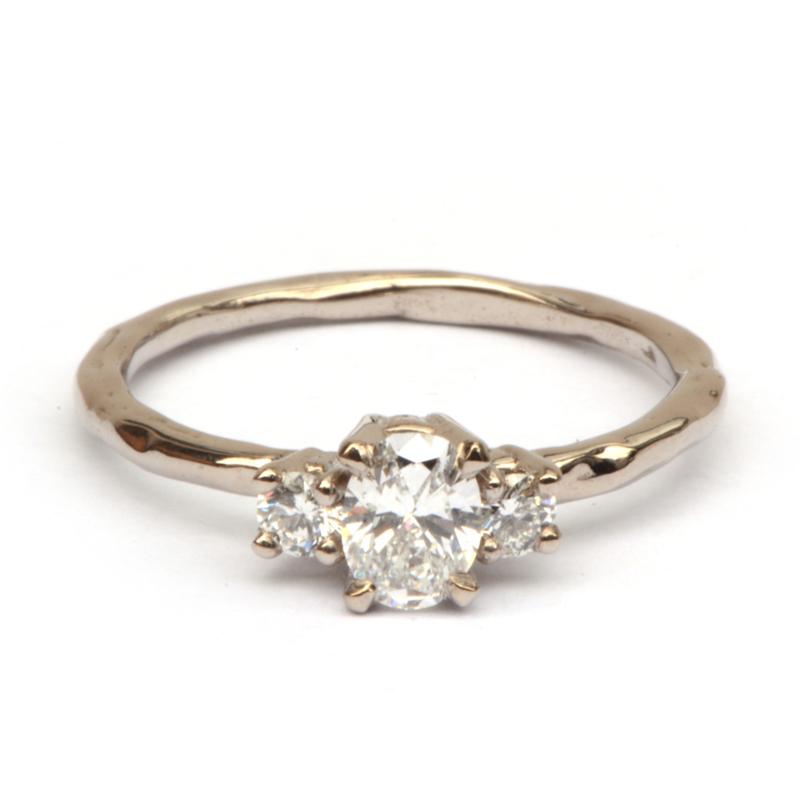 Klassieke witgouden ring met drie diamanten GERESERVEERD