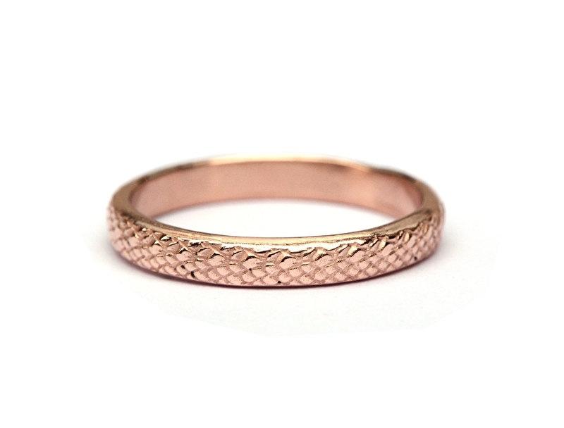Roodgouden ring met slangenmotief