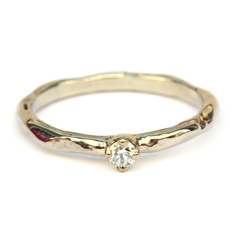 Witgouden organische verlovingsring met diamant
