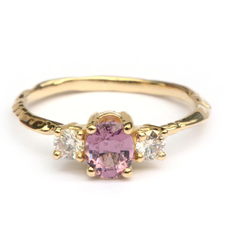 Ring Nalda met paarse spinel