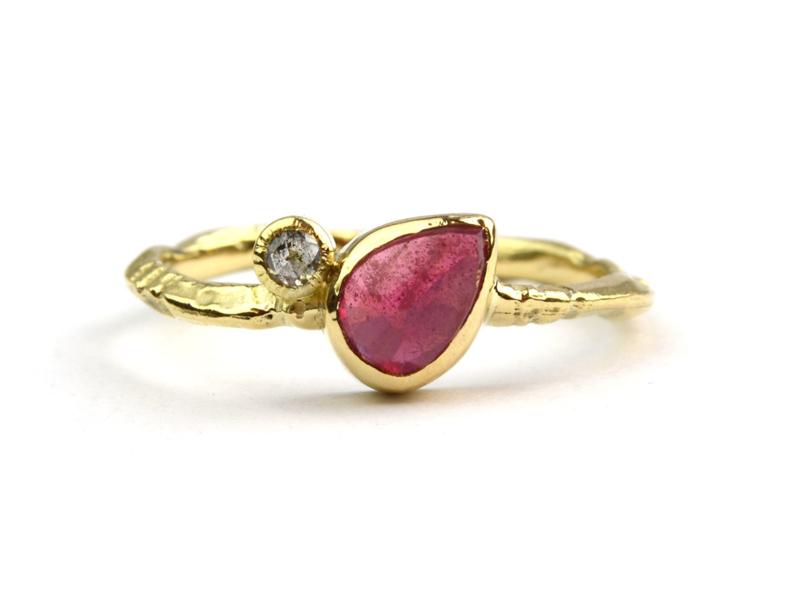 Ring met roze saffier en salt & pepper diamant