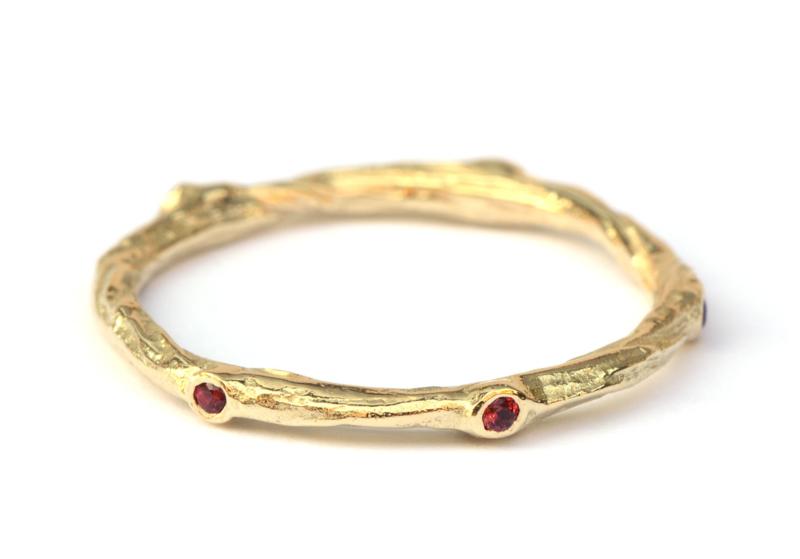 Twiggy ring met robijntjes