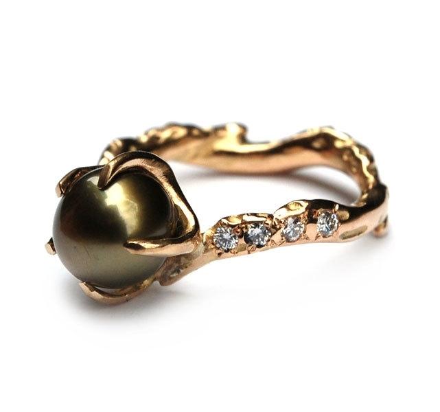 Green Tahiti pearl ring with 8 diamonds