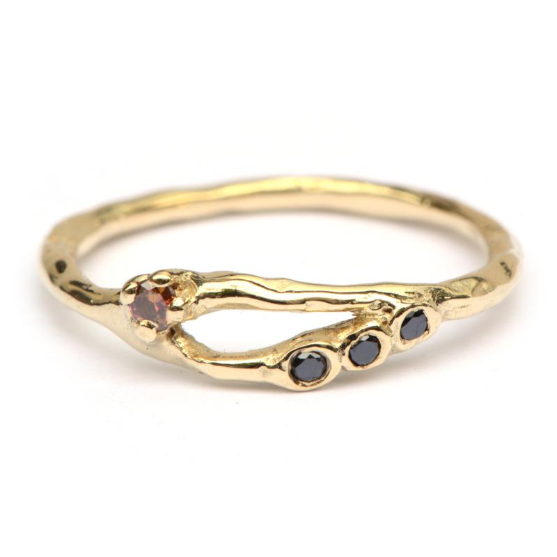 Ava ring met framboise en zwarte diamanten
