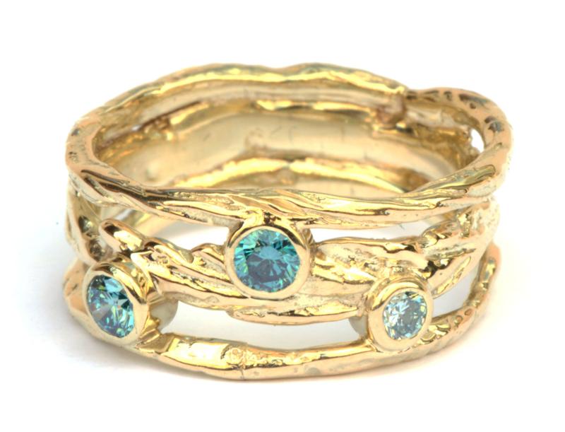 Ring met blauwe diamanten