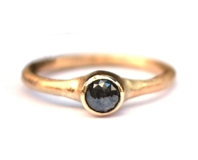 Geelgouden ring met roosdiamant