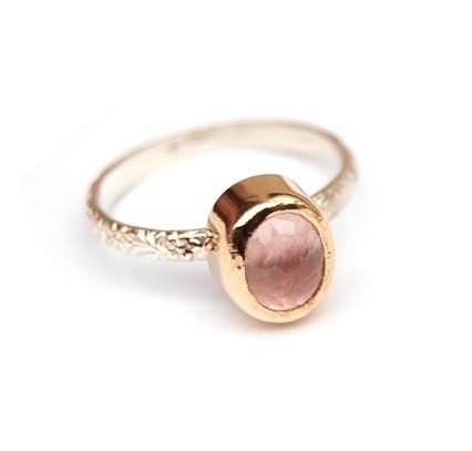 Ring met rozekwarts