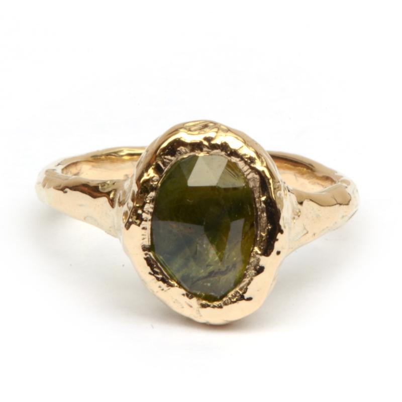 Robuuste ring met groene saffier