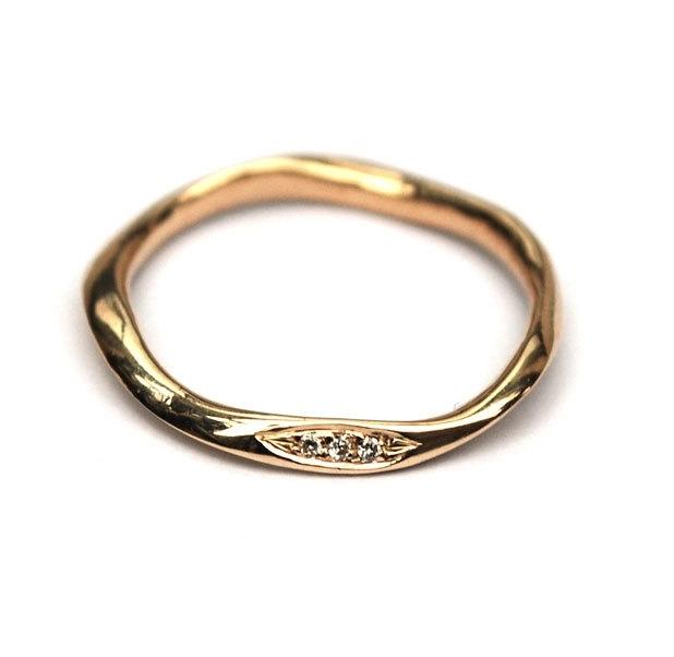 Organische fijn ring met diamantjes