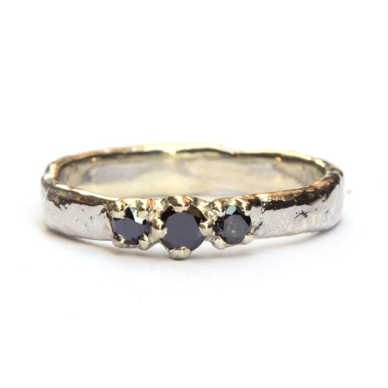 Zilveren Elfie ring met drie zwarte diamanten
