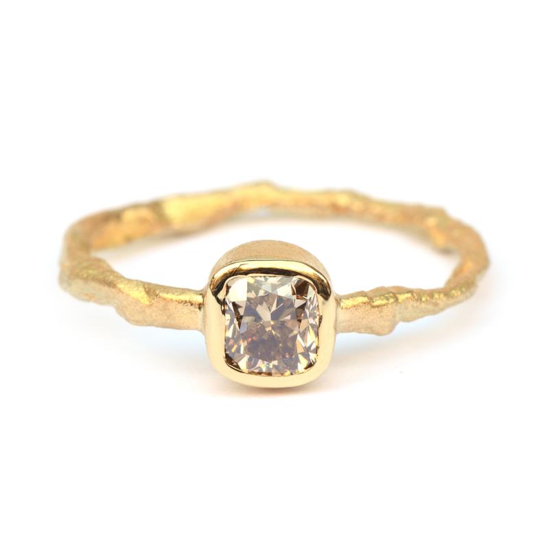 Ring met cushion cut brown diamant