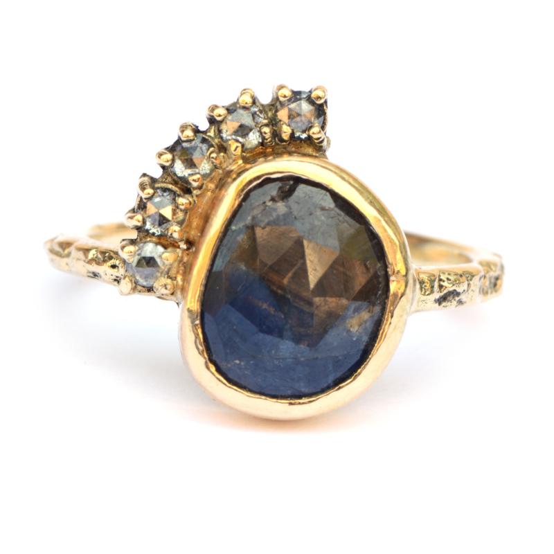 Ring met roos geslepen saffier en salt & pepper diamantjes