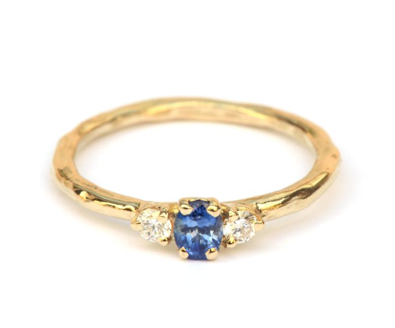 Ring met blauwe saffier en diamant