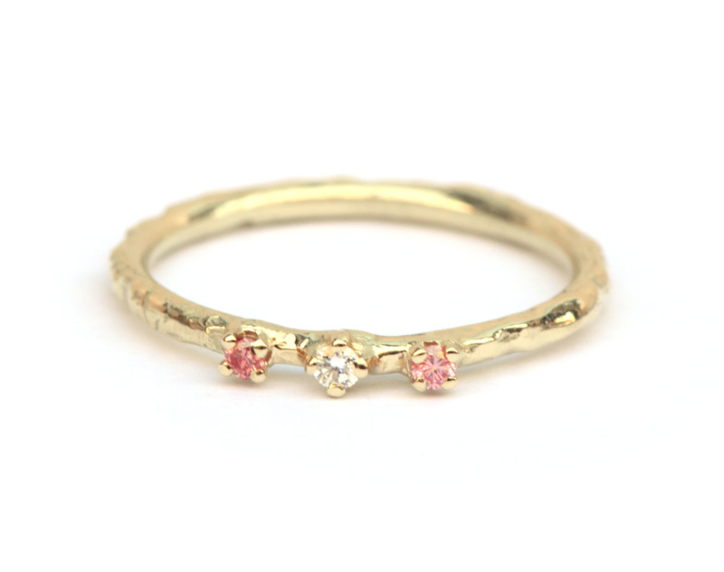 Ring met framboise diamantjes