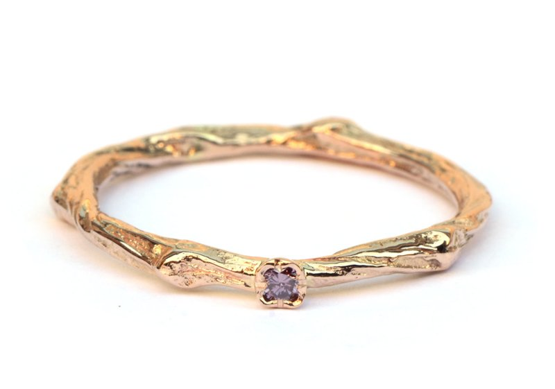 Fijne twig ring met paarse diamant