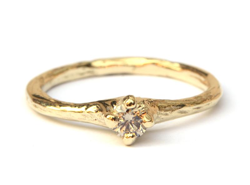 Bosnimf ring met lichtbruine diamant