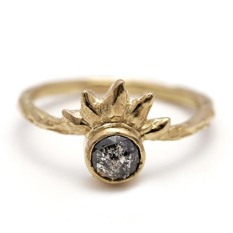 Ring met galaxy diamant en tooitje