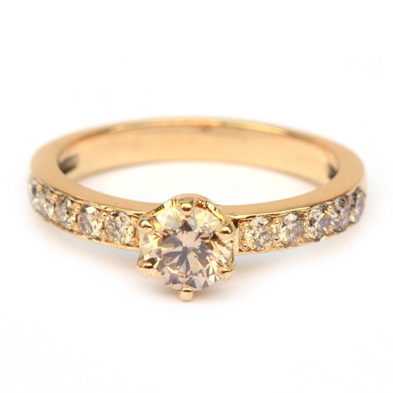 Ring met natural brown diamanten