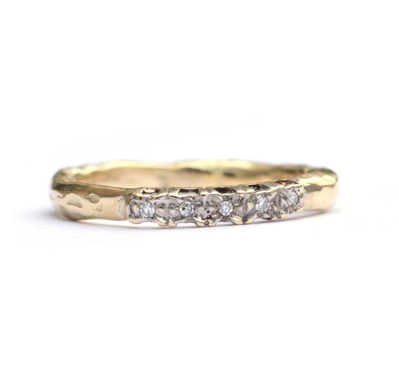 Ring met  5 kleine diamantjes