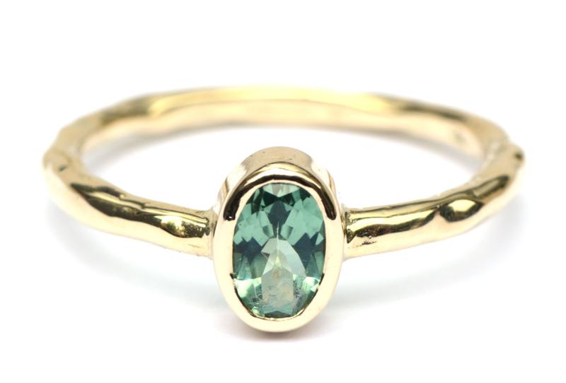 Ring met ovale groene toermalijn GERESERVEERD