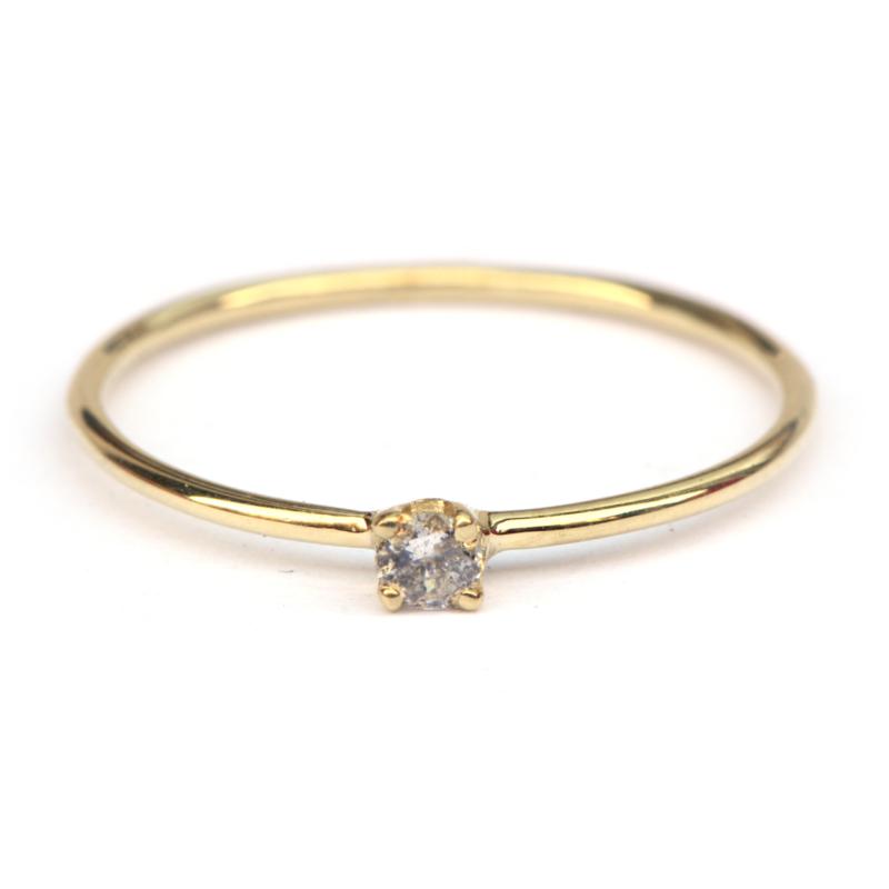 Tiny diamond ring met salt & pepper diamant