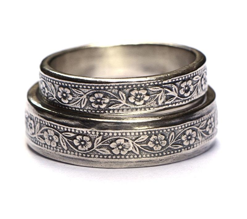 Zilveren trouwringen met bloemmotief
