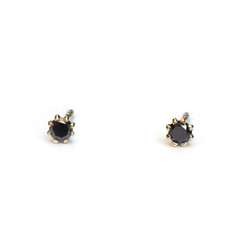 Fijne Cleo oorstekers met zwarte diamanten