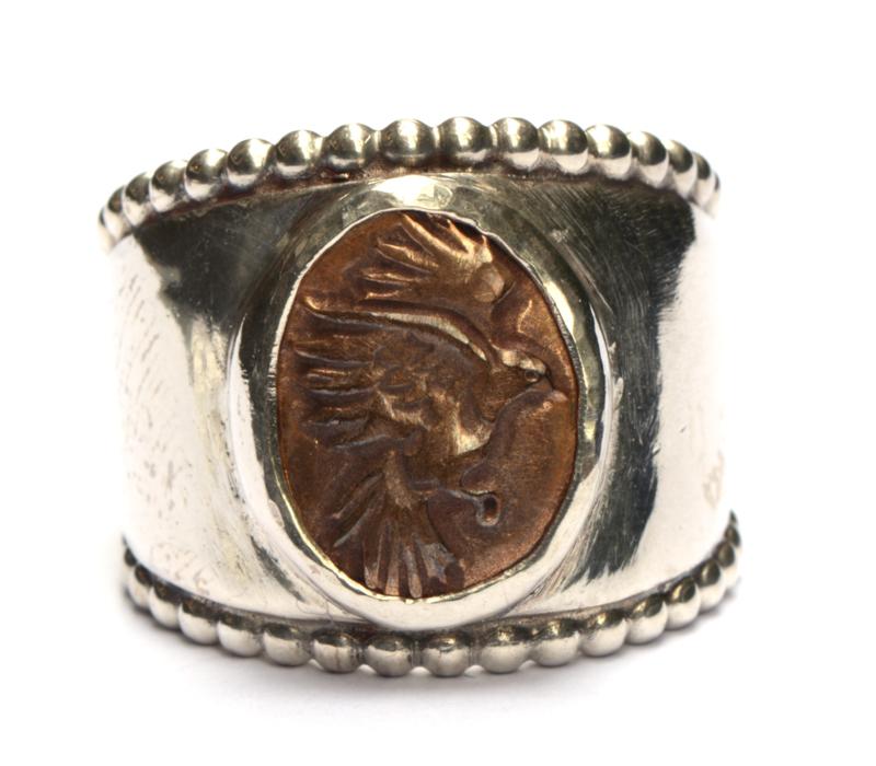 Ring met bronzen vogelcamee