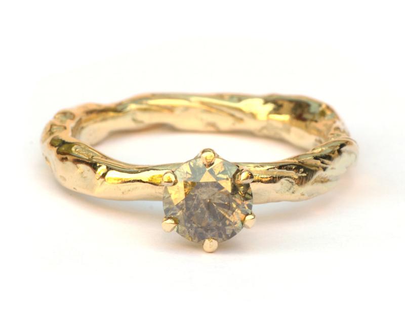 Ring met natural greenish diamant