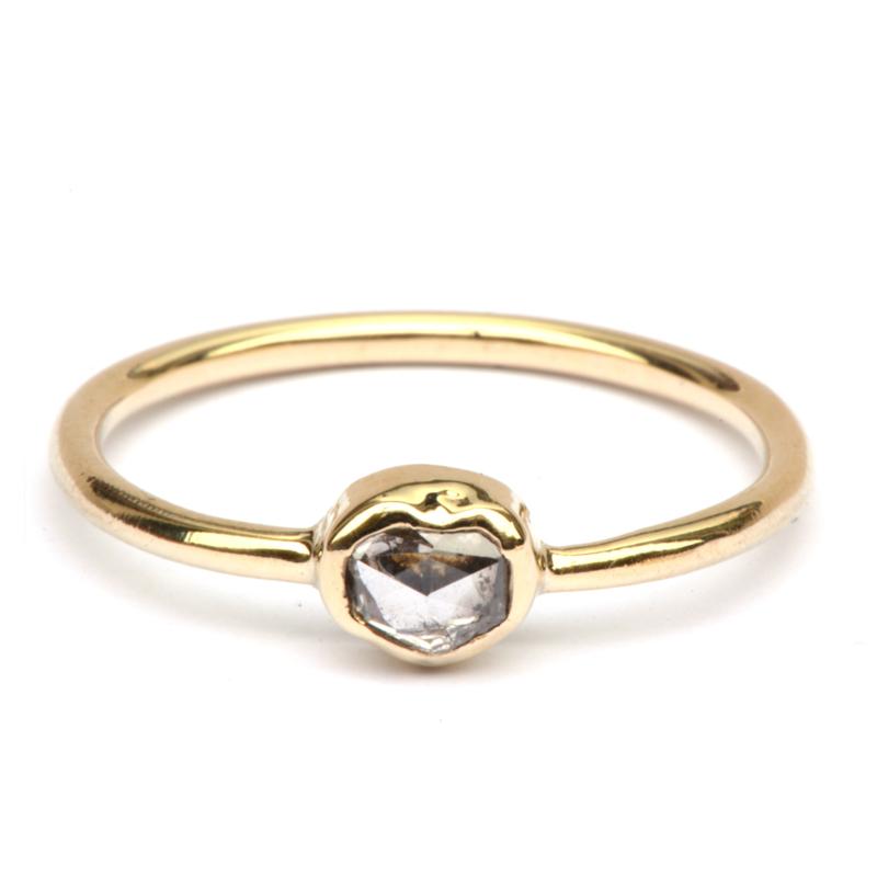 Ring met diamanthartje
