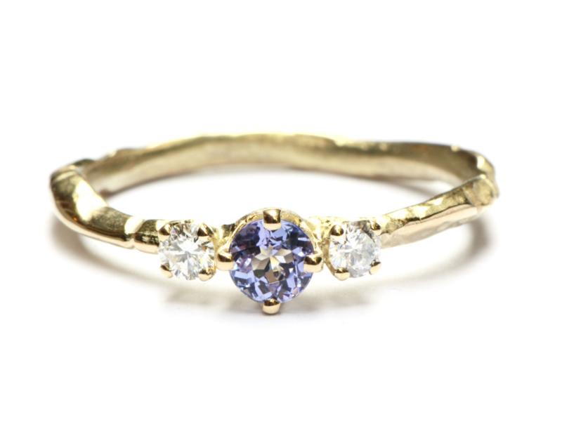 Fijne takjesring met tanzaniet en diamant