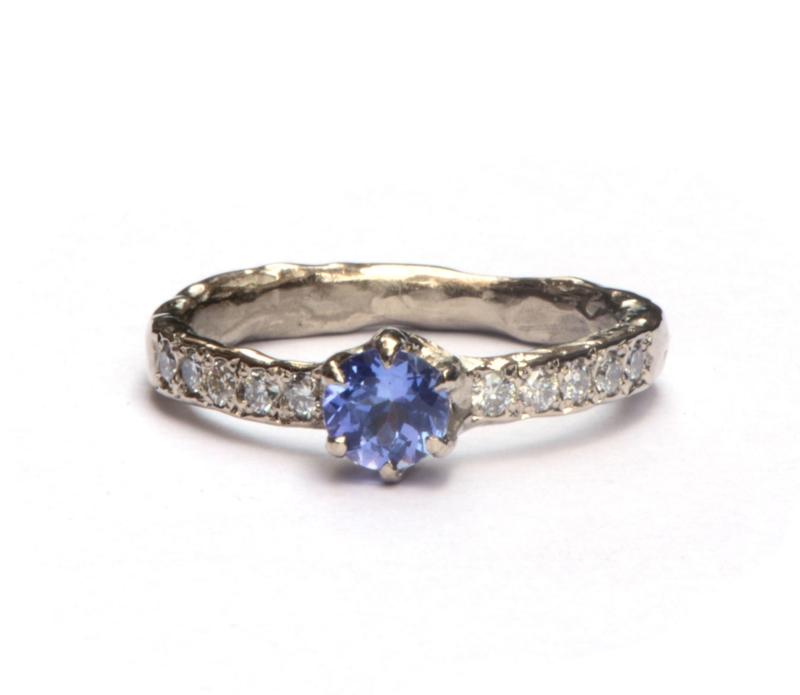 Ring met tanzaniet en diamant