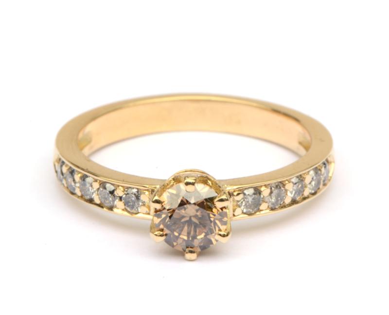 Rustieke ring met bruine en grijze diamanten