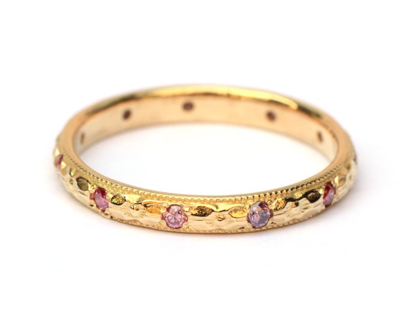 Art deco geinspireerde ring met roze en paarse diamanten