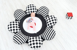 Spiel- und Krabbeldecke Blume (schwarz und weiß)