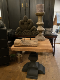 Stoer tafeltje, kloostertafel